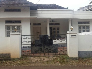 6 Cents of Land with Old House for sale Near Nirmala School