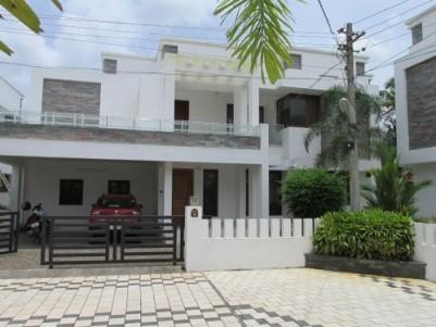 Posh Villa for Sale at Aluva, Ernakulam