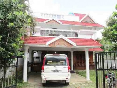 2900 Sq.ft 3 BHK Villa on 8 Cent land for sale at Palarivattom,Ernakulam.