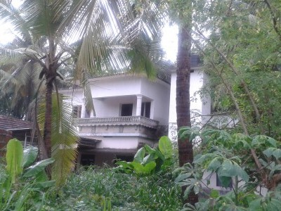 9 Cents of land with 2000 Sqft 4 BHK house for sale at Puthiyatheru,Kannur.