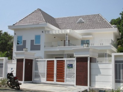 Ready to Occupy Furnished Posh Bungalow for sale at Aluva, Ernakulam.