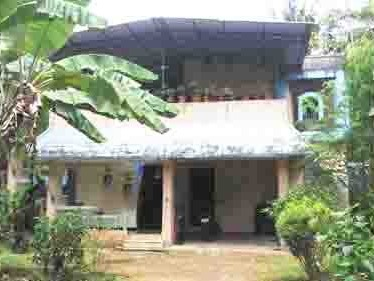 1200 Sq.ft Old House with 15 Cent Land for sale at Vyttila,Ernakulam.