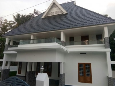 Posh House for sale at Kidangoor, Angamaly, Ernakulam