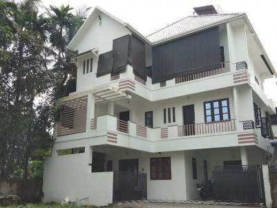 5 BHK Apartment for sale at Ponnurunni, Vyttila, Kochi