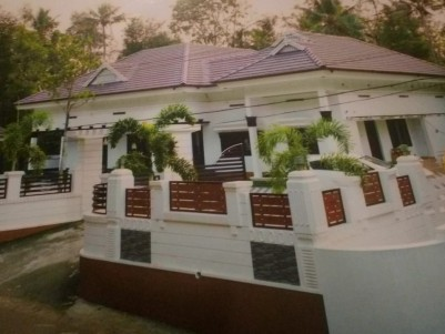 3600 sqft on 25 Cent Naluketu House for Sale at Perumbavoor, Ernakulam.