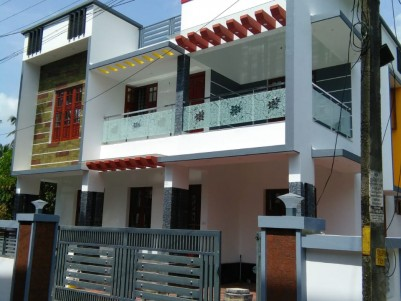 2500 Sq Ft 4 BHK House on 5 cents of Land for Sale at Aluva Town.
