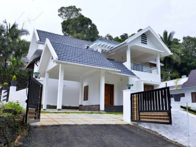 4 BHK House with 14 Cent Land for Sale at Pala.