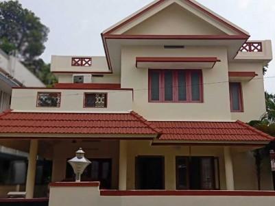 4 BHK, 1900 SqFt House on 6 Cents of Land for Sale at vytila (ponnurunni), Ernakulam