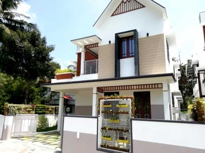 2500 SqFt, 4 BHK House on 5.5 Cents for Sale at Thevakkal
