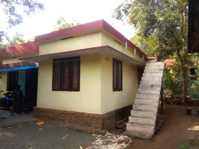 10 Cent Residential land with Old house for Sale at Puthencruz, Ernakulam