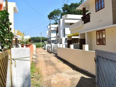3 BHK, 1000 SqFt House on 4 Cent for Sale at   Pallikkara, Pazhamthottom, Ernakulam