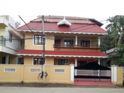 1850 SqFt, 3 BHK House on 4 Cents for sale at Maradu, Ernakulam