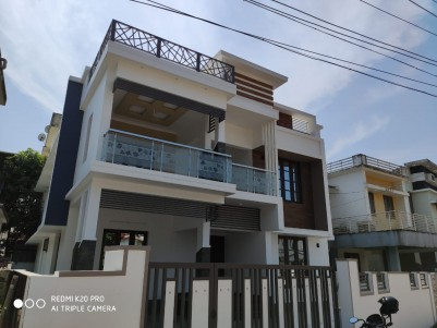 2200 SqFt, 4 BHK House in 5 Cent for sale at Kakkanad town, Ernakulam