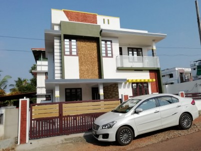 3 BHK, 1700 SqFt House in 4 Cents for sale at Kakkanad, Kuzhuvelipady, Ernakulam