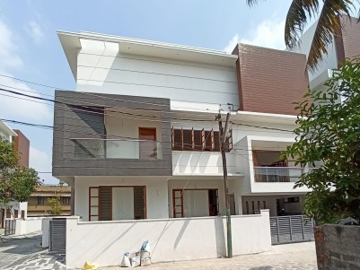 4BHK,5900sqft House in 6 Cents for Sale at Edapally,Ernakulam