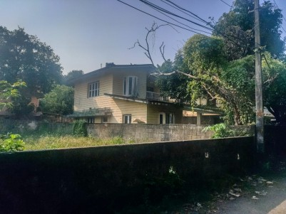 5.5 Cent land With Old House For sale at Kaloor, Ernakulam