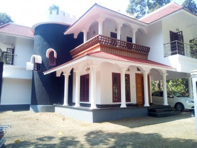 19 Cent land with 2450 sqft 4 BHK House for sale at Eattumanoor, Kottayam