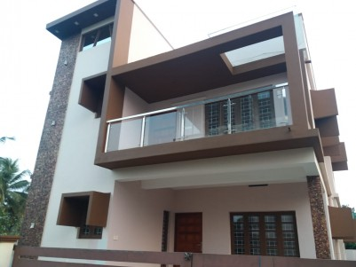 3 BHK House in 3 Cents for sale at Eroor, Ernakulam