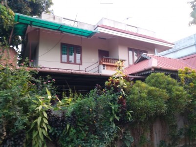 5 BHK Old House in 5 Cents for sale at Eroor, Ernakulam