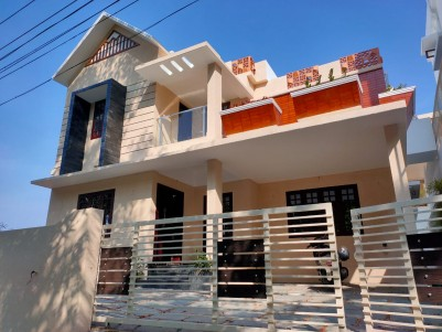 Semifurnished 4 BHK 2400 sqft House in 5 Cents for sale at Thevakkal, Ernakulam