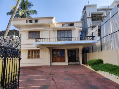 4BHK 3500 SqFt House in 12 Cents for Sale at Pottakuzhy,Kaloor
