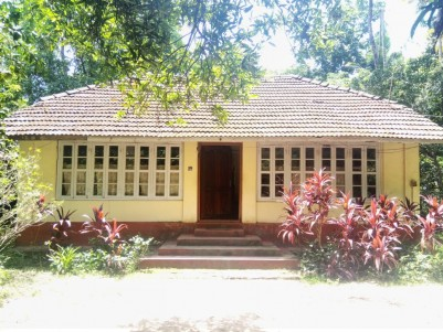 Main Road Frontage Land with Old House for sale at Edakochi, Ernakulam
